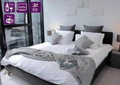 Relax from the hustle and bustle of Brisbane in this comfy and stylish apartment