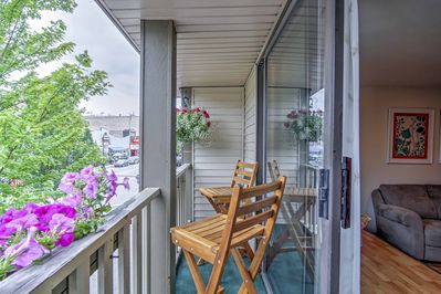 Sit on the balcony and experience the relaxed atmosphere of downtown.