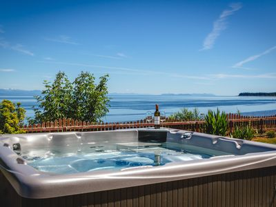 Photo for Large Oceanfront House with Hot Tub!