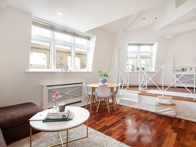 Photo for Stylish 2-bed flat by Piccadilly Circus & Mayfair