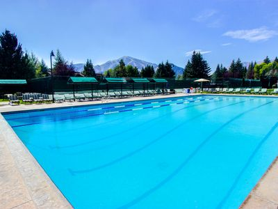 Photo for Convenient condo w/ Sun Valley Inn pool & hot tub, walk to Sun Valley Lake!