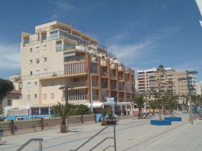 Photo for Apartment facing the beach, 1st line. Semi-closed terrace, 2 bedrooms and parking