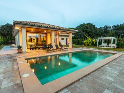 Photo for Villa Deluxe Crestaix with Pool