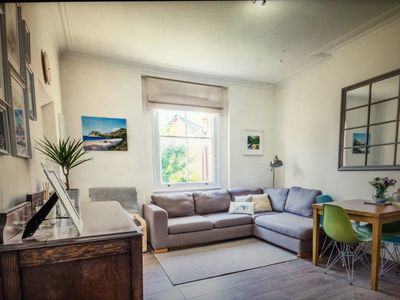 Photo for Bright & stylish 2 bed, by Willesden Green Station (Zone 2)