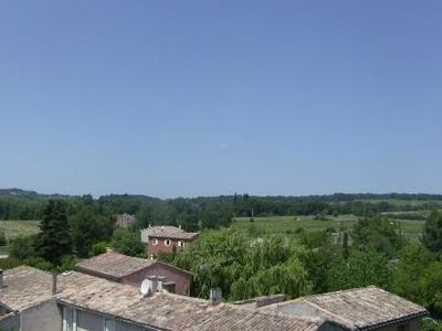 Photo for Air-conditioned country cottage with wifi and shaded terrace facing the Luberon