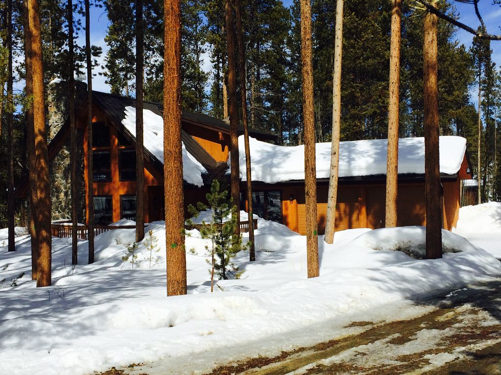 Spring specials cabin nestled in the woods close to town for Winter park colorado cabins