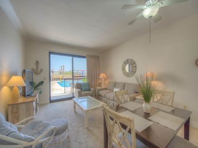 Photo for Comfortable Vacation Condo, Multiple pools and splash pad, Free Wi-Fi, Gulf-front