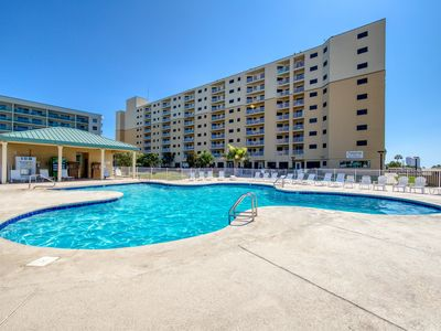 Photo for NEW! Top floor corner unit! Views! Shared hot tub, pools, gym! Couples Getaway!