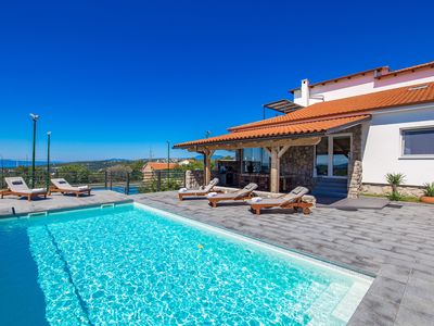 Photo for Beatifull Vila with sea view, private swimming pool and tennis court.
