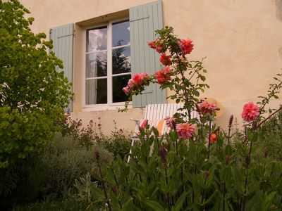 Photo for Girondine style farmhouse and pool surrounded by vineyards 50 mins from Bordeaux