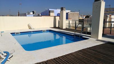 Photo for Quiet apartment with parking and pool