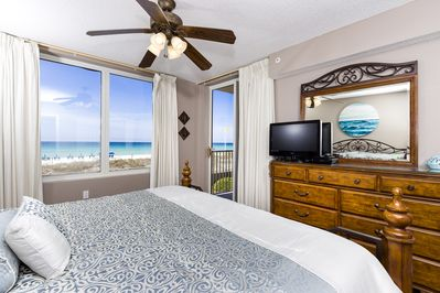 Master Bedroom  - King bed, flat screen TV, DVD player, and beachfront view!