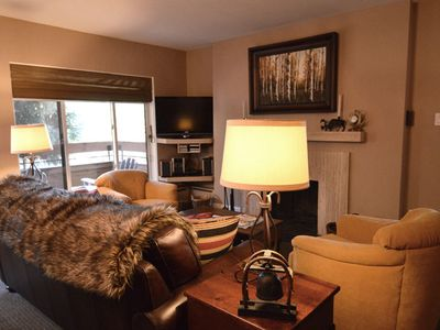 Photo for Cozy 2 bedroom deluxe condo, 2 blocks from the Gondola and downtown. FaschHs180
