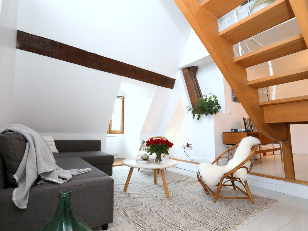Folk Loft! Bright 1200sqft loft in the heart of the old town ...