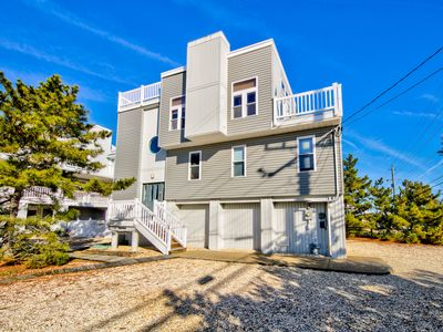 Photo for Oceanview Escape - close to the Beach & Beach Haven, Family & Pet Friendly