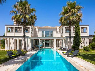 Photo for Contemporary villa located in Parque Atlantico in Quinta do Lago. This modern villa features a spacious interior with high quality furnishings.