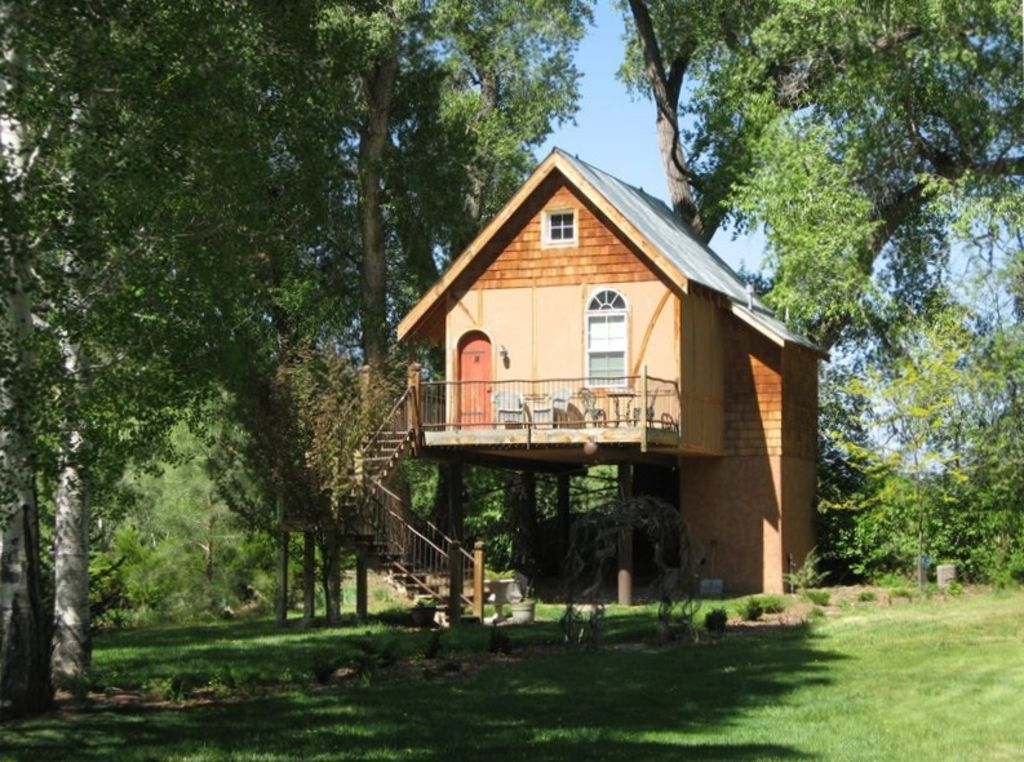 Valdez estate rental - Tree House in Summer