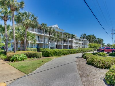 Photo for Gulf view condo w/ a shared pool & full kitchen - steps from the beach!