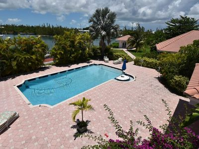 Tropical Waterfront Chalet - free Dock up to 40 ft..