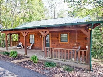 Cozy Studio Log Cabins With Hot Tubs And WiFi, Deer Cabin