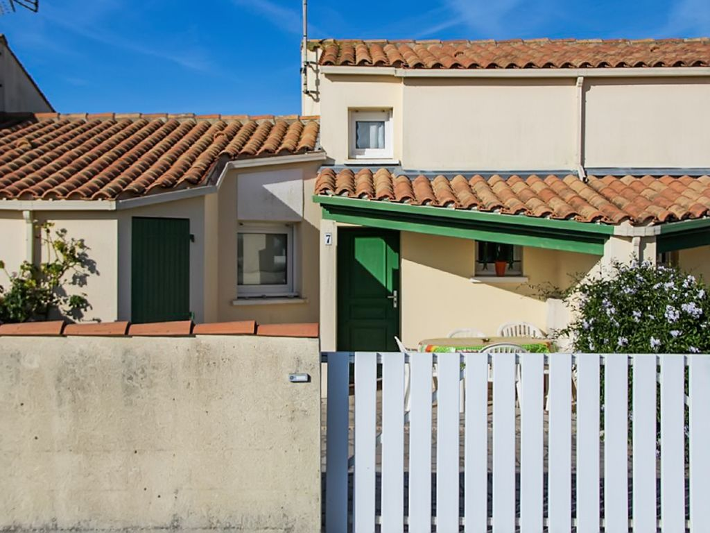 Saint denis d ol ron confortable maison de 2 chambres - Maison jardin toulouse location saint denis ...