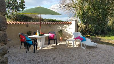 A perfect day relaxing and enjoying - think wine, fresh bread, cheeses, bbq .. !