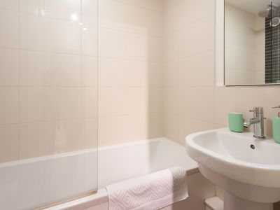Photo for Lovely 2 Bed Apartment in Euston-King's Cross
