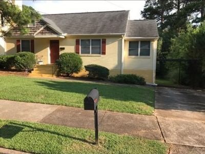 Photo for cute city Bungalow near AIRPORT & DOWNTOWN
