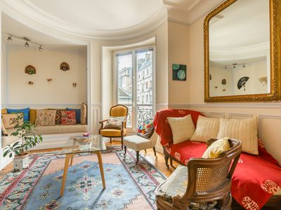 Photo for 2 bedroom apartment in the heart of Paris, overlooking the Seine (Veeve)