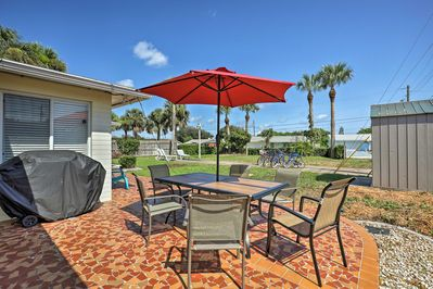 Enjoy relaxing Florida afternoons on the patio with your party of 6.