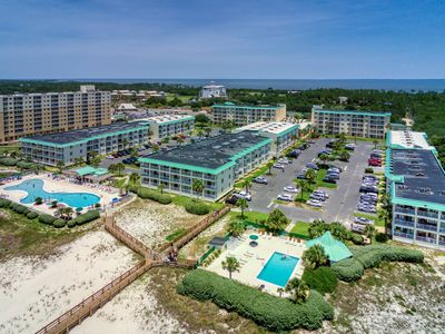 Photo for Gulf front condo w/ shared pool & hot tub, beach access!