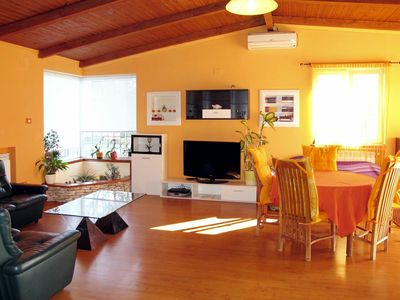 Photo for Nice apartment for 6 people with A/C, WIFI, private pool, TV, pets allowed and parking