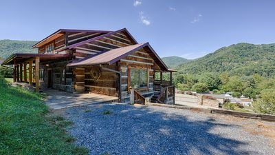 Gorgeous Cabin at Mary's Place in the Heart of Maggie Valley
