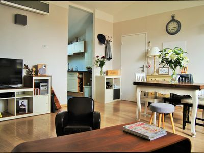 Photo for Center Bordeaux: beautiful renovated apartment, quiet. All on foot or by tram.