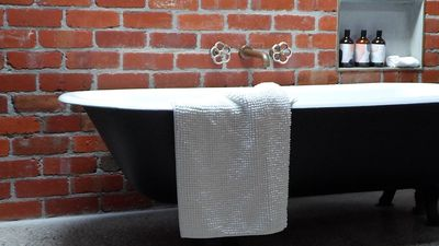 Refurbished Vintage Clawfoot bath for 2 with Ena spa products