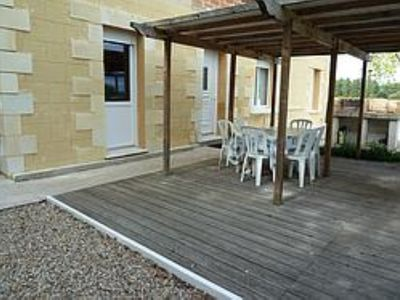 Photo for Quiet detached house with covered terrace, 400 meters from the river
