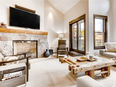 Bright condo with ski-in/ski-out access and shared pool & hot tub