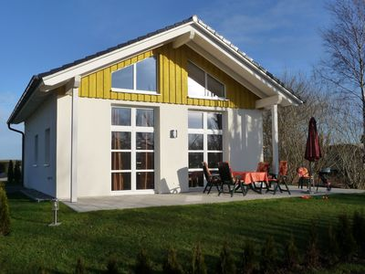 Photo for 50m to the Baltic Sea beach, fireplace, ocean view, undisturbed sun terrace, Pets