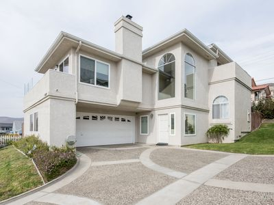 Photo for Beautiful house w/ocean views, grill & jet tub - close to beach