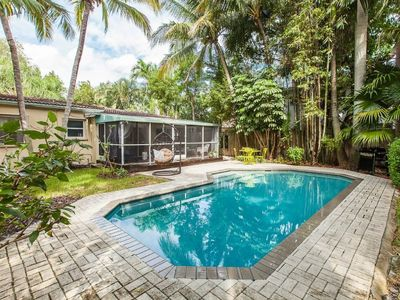 Victoria Park- Private & Sanitized, Self Check-In. Perfect for social distancing & working from home. Optional Heated Pool. Flexible Alterations (72 hr notice). Certified Short term rental by FTL! Super-host support.