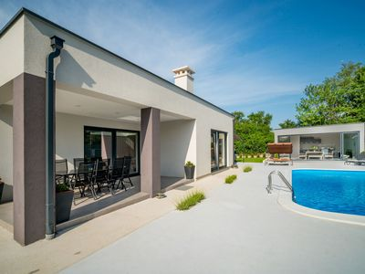 Photo for Stunning private villa for 8 people with WIFI, private pool, A/C, TV and parking