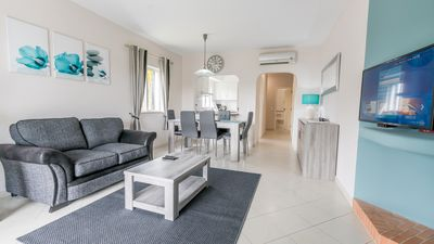 Photo for Newly Renovated Ground Floor 3 Bed Facing Apt, Wifi, Live UK TV. & Air Con