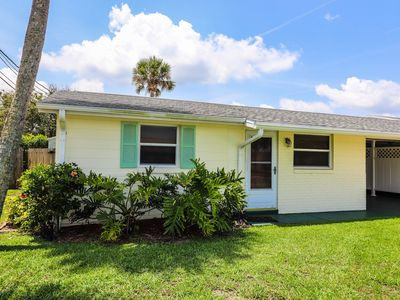 "Photo for ""Lazy Daisy"" Renovated Beachy 2 Bedroom- Walking Distance To The Beach And Flagler!"