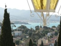 Comfortable, pleasant apartment with stunning views and ideal location in Sanary