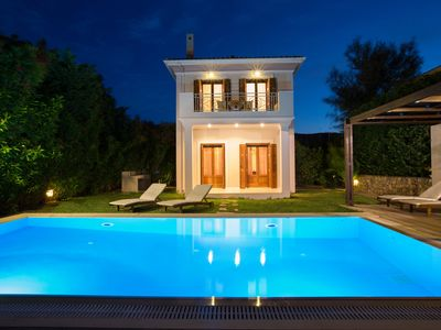 Photo for Aeriko-Ammos Beachfront villa with Stunning View and Rrivate Pool.