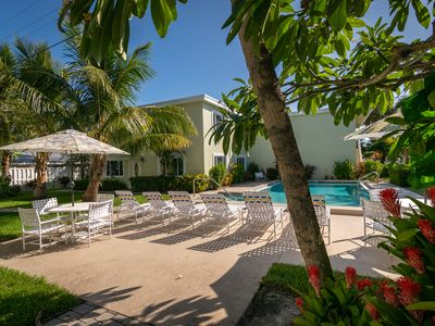 Palm Cay 1 1/1 Pool Condo with Tropical Landscaping Near White Sandy Beach