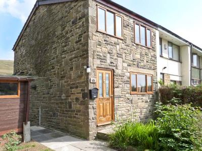 Photo for 1 FELL SIDE, pet friendly, with a garden in Todmorden, Ref 8319