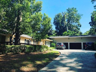 Beautiful 4/2 House ~ Walking Distance To UF's Campus And Stadium