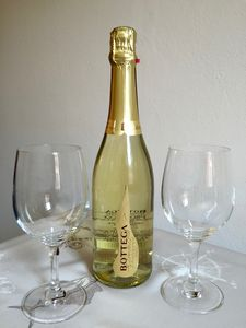complimentary Prosecco for guests staying 3 nights or more