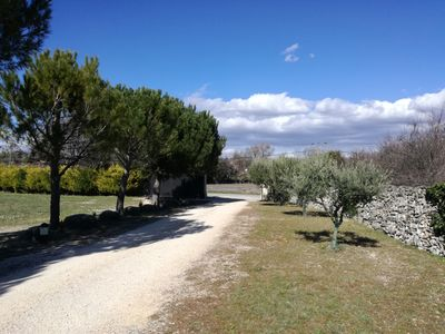 Photo for Beautiful villa with pool, stunning views of the Luberon